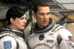 INTERSTELLAR - 2014 FILM STILL - Left to right: Matthew McConaughey and Anne Hathaway - Photo Credit: Melinda Sue Gordon   © 2014 Warner Bros. Entertainment, Inc. and Paramount Pictures Corporation. All Rights Reserved.